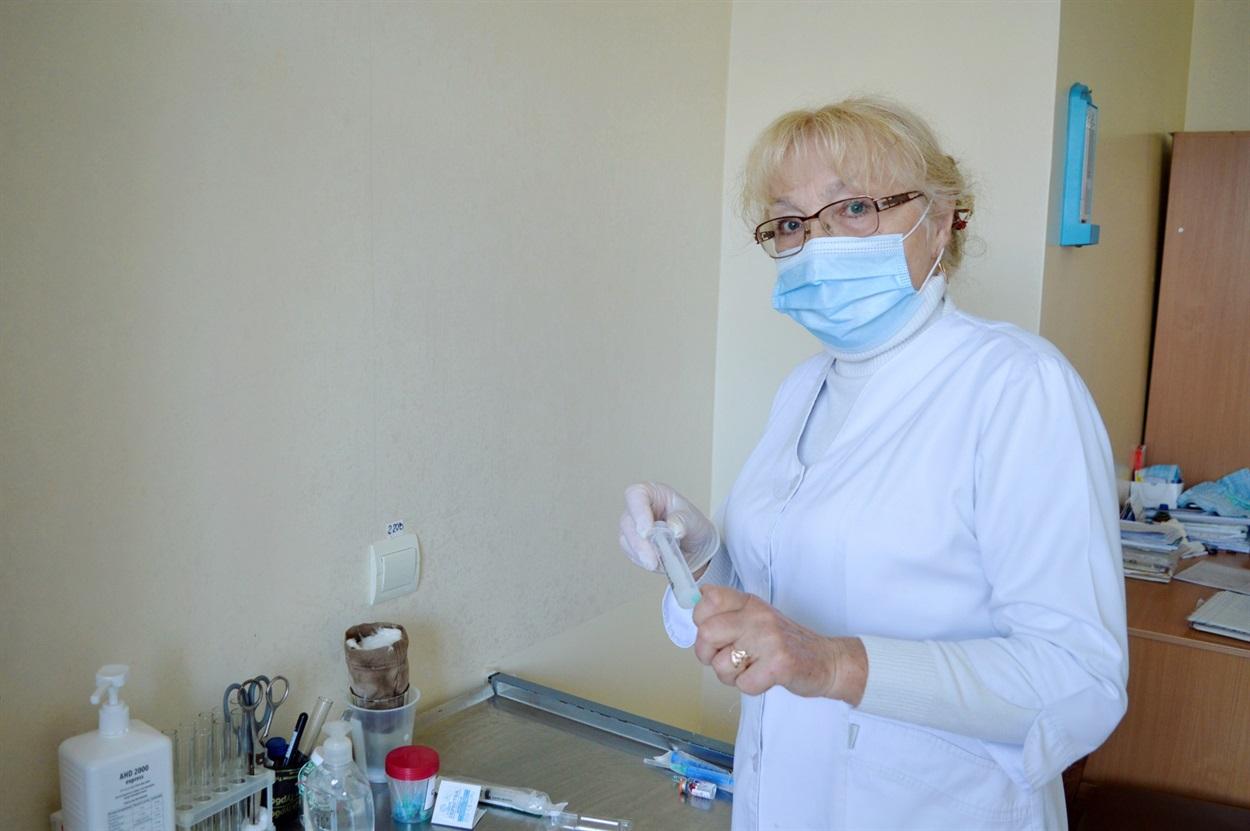 Завжди точна, виважена і з добрим гумором Валентина Анатоліївна допомагає справлятися з недугами пацієнтам